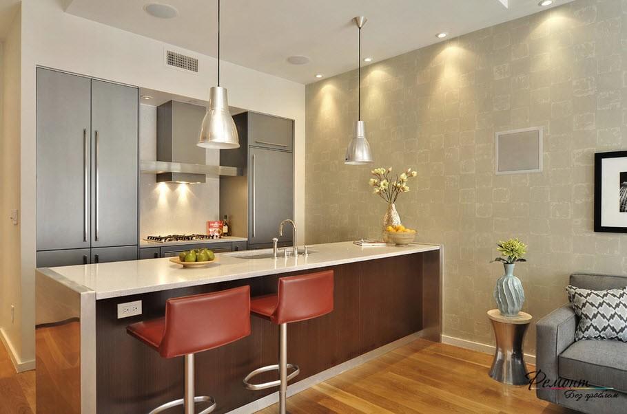 Красные кресла на кухне