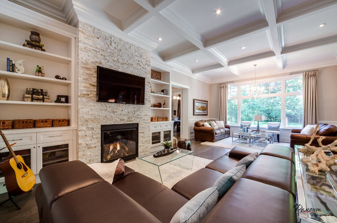 Кожанач мягкая мебель в интерьере гостиной в загородном доме