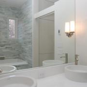 Оформление ванной мелкой плиткой