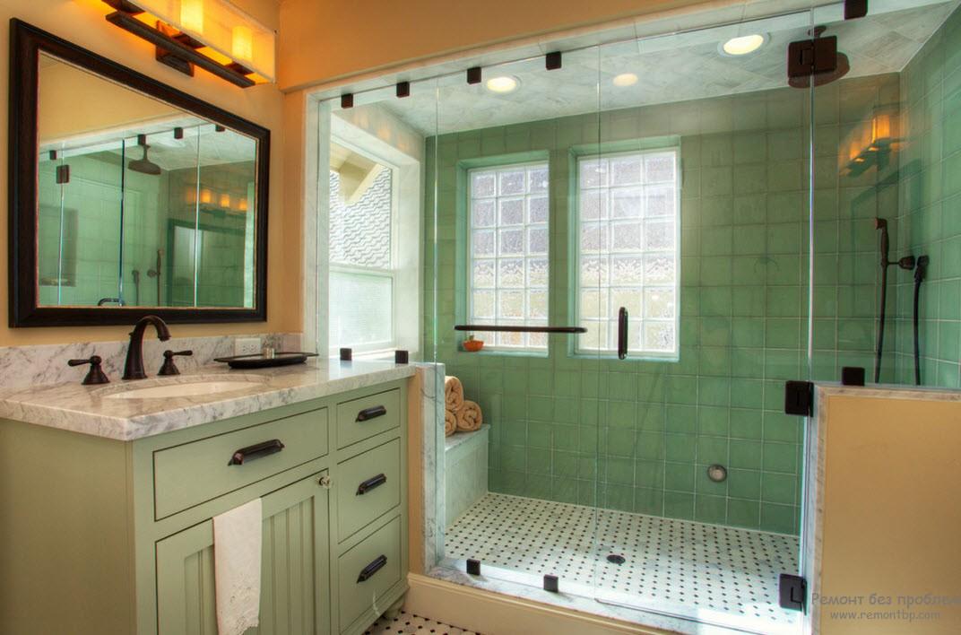 Приглушенный зеленый в сочетании с пастельными оттенками создают светлый и просторный интерьер