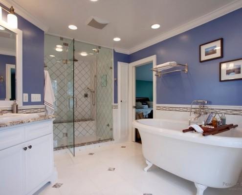 Душевая кабинка в ванной комнате