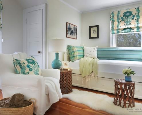 Уютная и теплая бирюзовая спальня