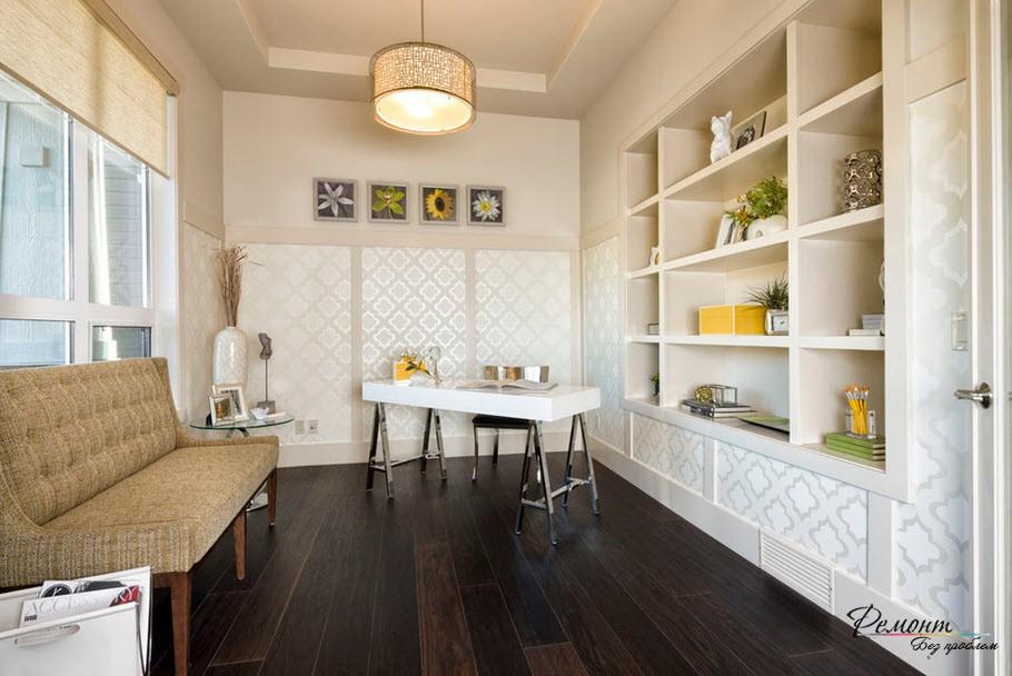 Для маленького помещения оптимальный вариант - светлая отделка стен