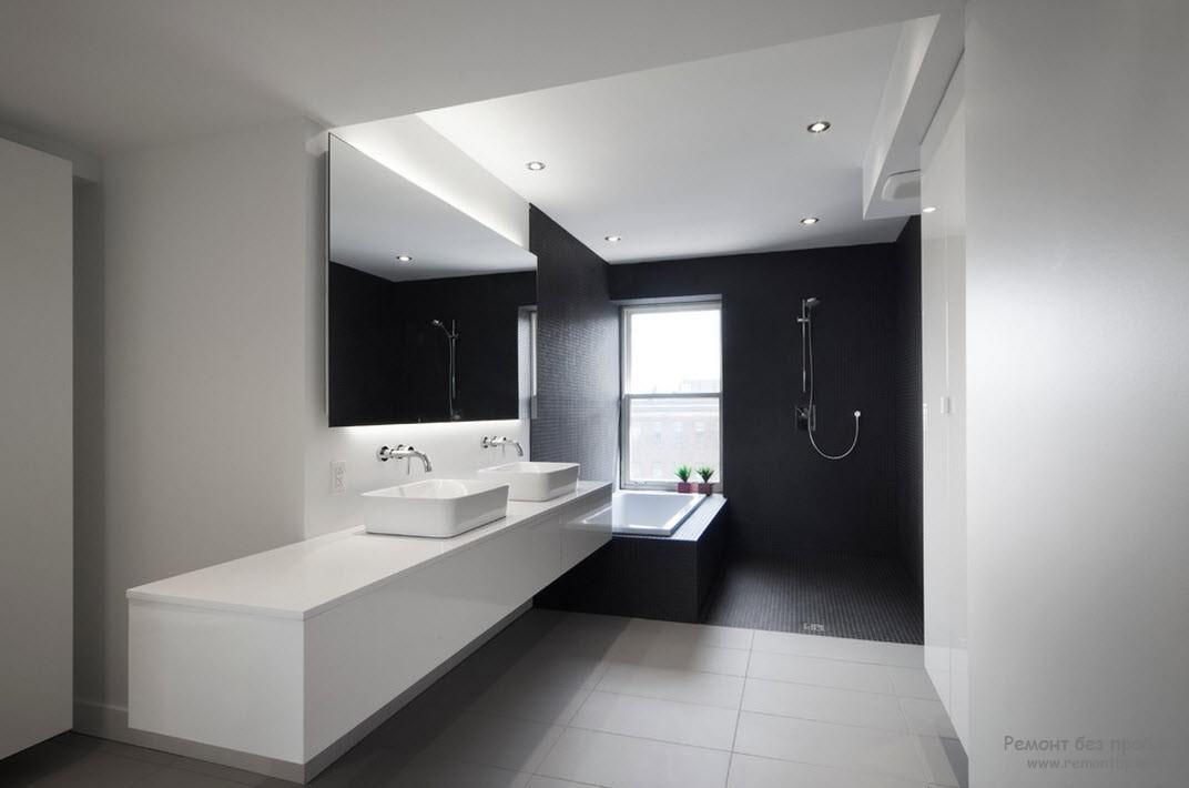 Сантехника прямоугольной формы в чернох-белом интерьере ванной комнаты
