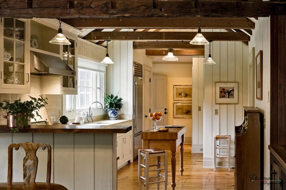 Потолок с деревянными балками в интерьере загородной кухни