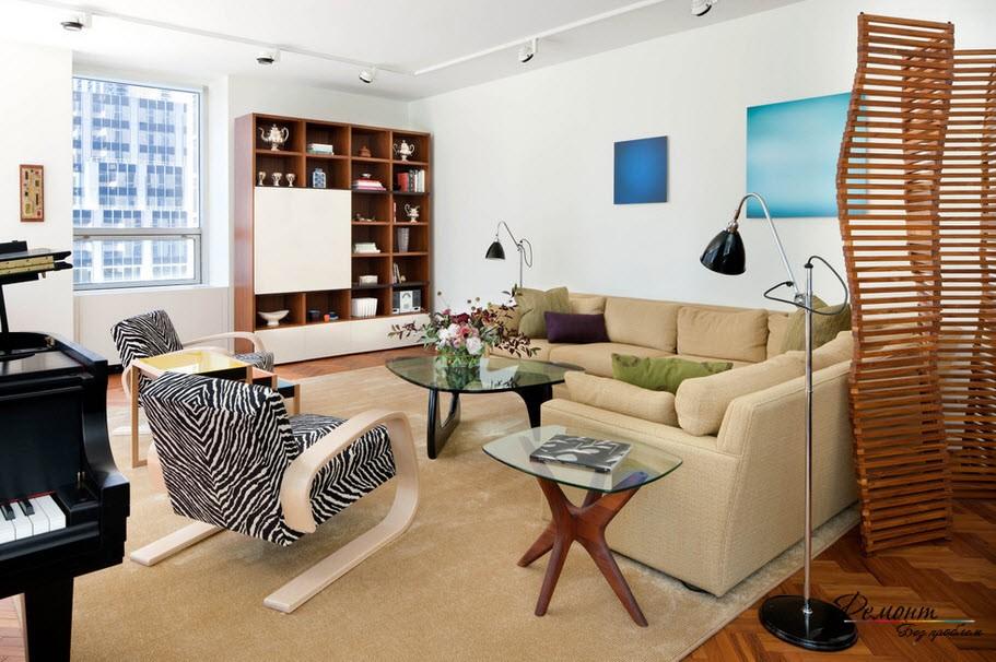 В квартире, имеющей достаточно пространства, ширмы играют в большей степени роль декора