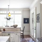 Желтые светильники на кухне