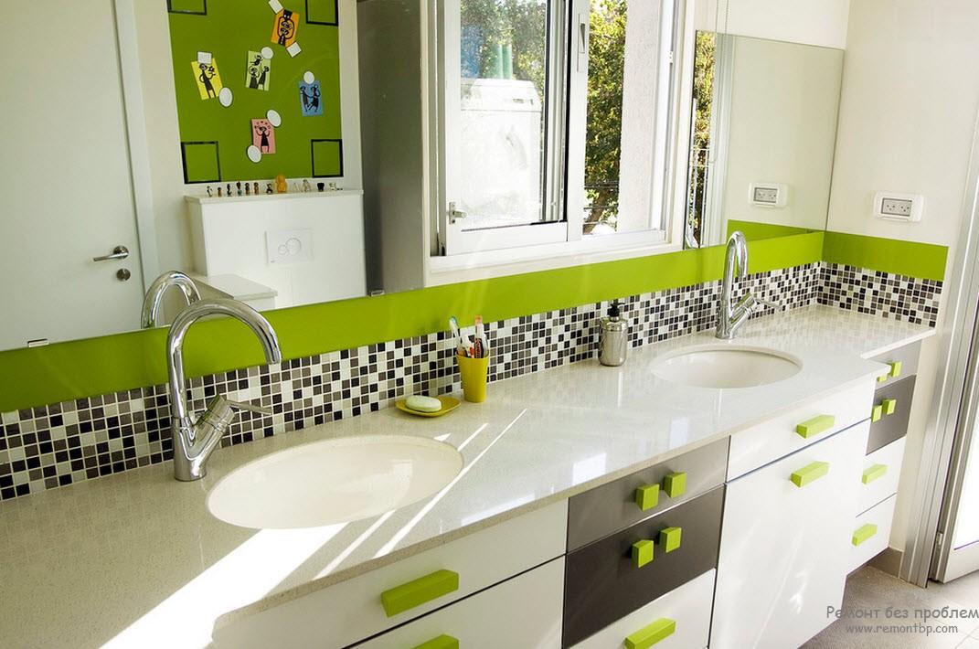 Фисташковый насыщеный цвет в комбинации с белым и серым в интерьере ванной комнаты
