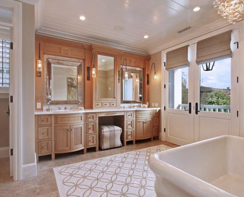 Современная бежевая ванная комната