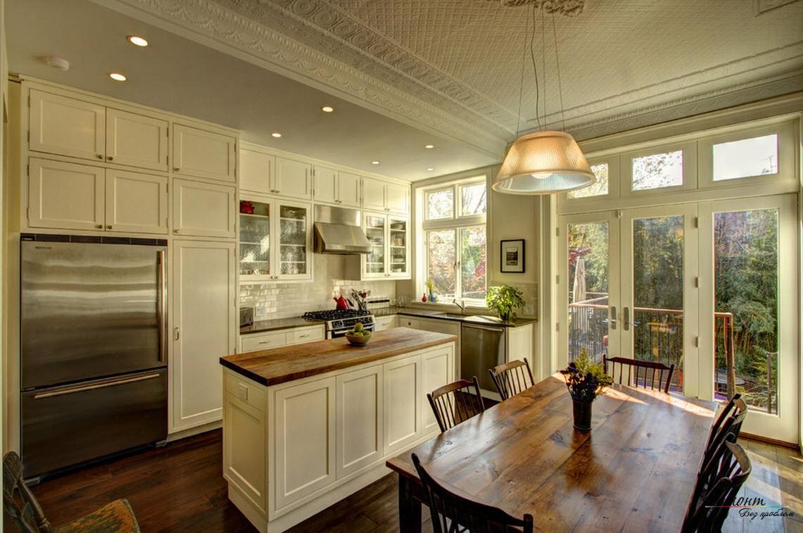 Дизайн кухни с окном в домах