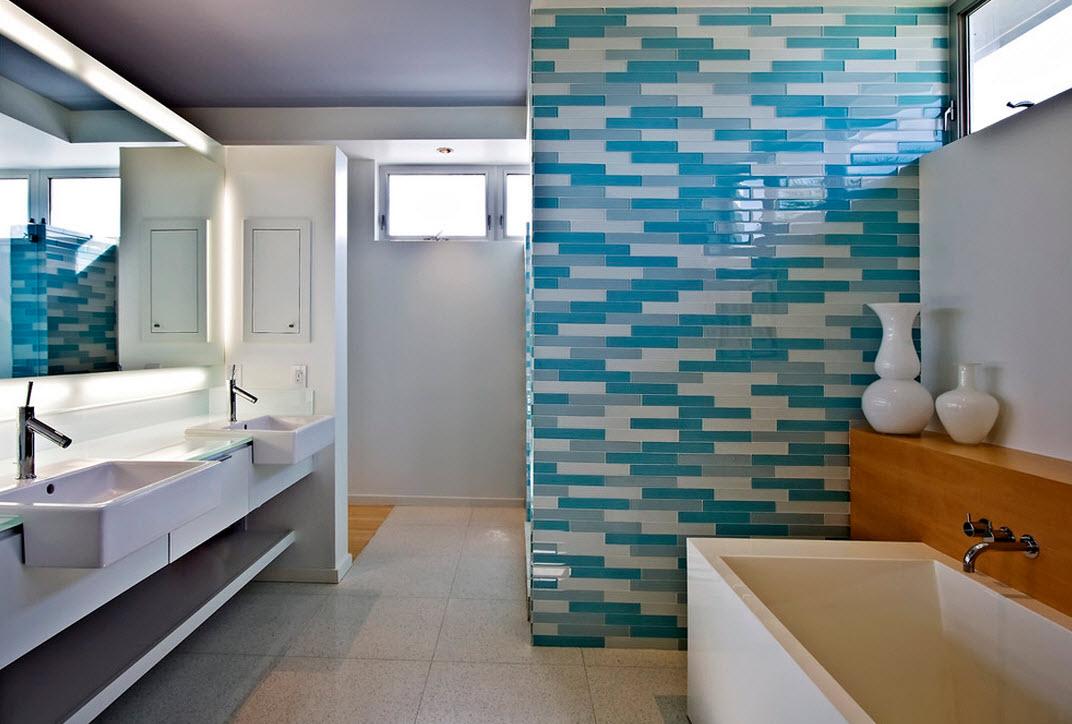 Оформление своюодной стены в ванной