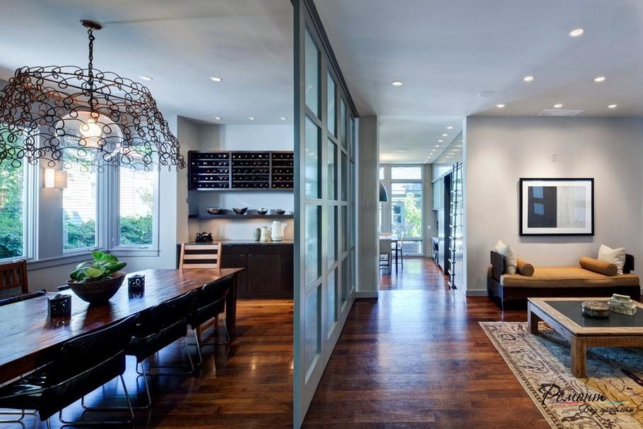 Межкомнатная перегородка со стеклом - открытая атмосфера в доме
