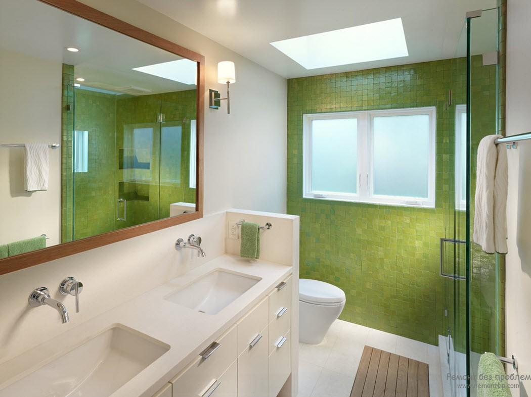 Акцентирование одной стены, выполненной зеленой мозаикой