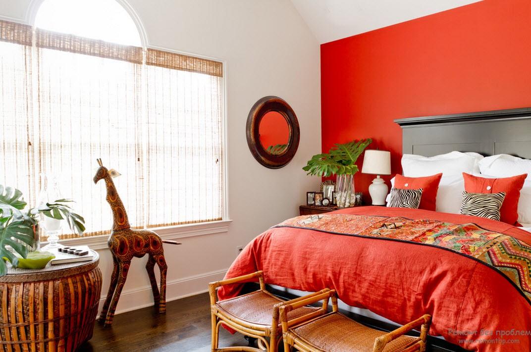 Окно в красной спальне