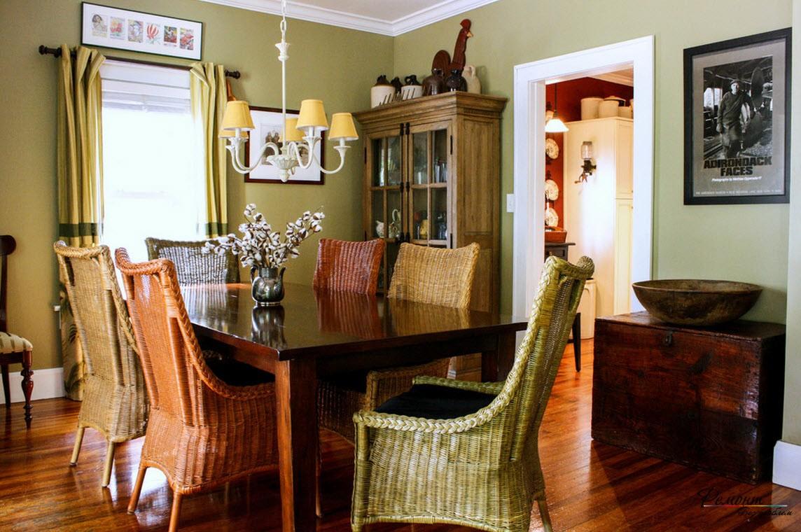 Плетёные стулья