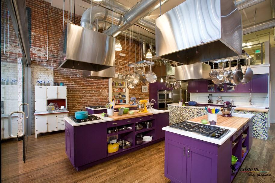 Кухня в фиолетово-коричневом исполнении