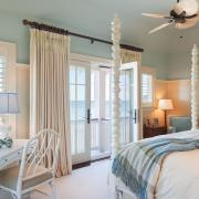 Элегантная природность интерьера спальной комнаты