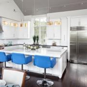 Синие кресла на кухне