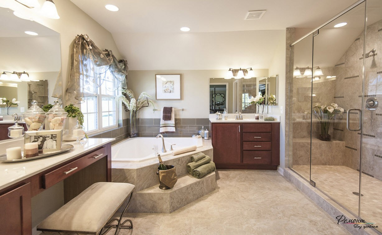 Романтический интерьер и ванна, размеры которой позволяют искупаться сразу двоим