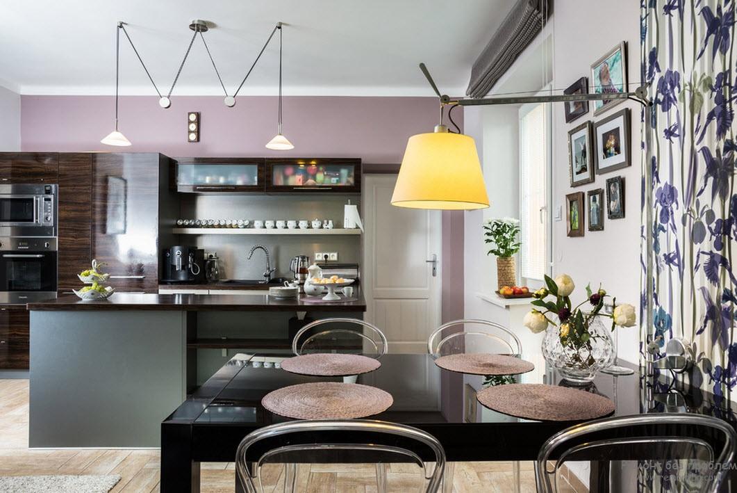 Желтый светильник в кухне