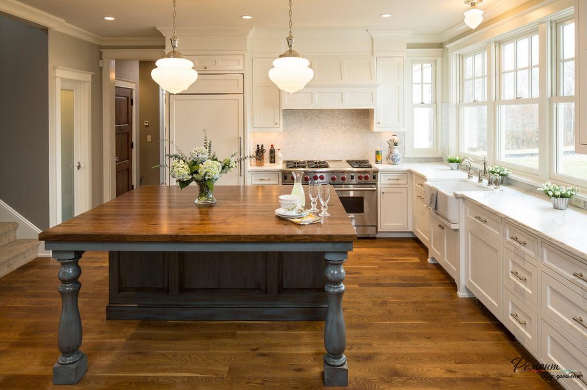 Кухня в загородном доме должна быть уютной и комфортной