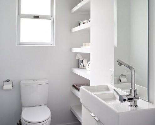 Небольшой туалет в стиле минимализм