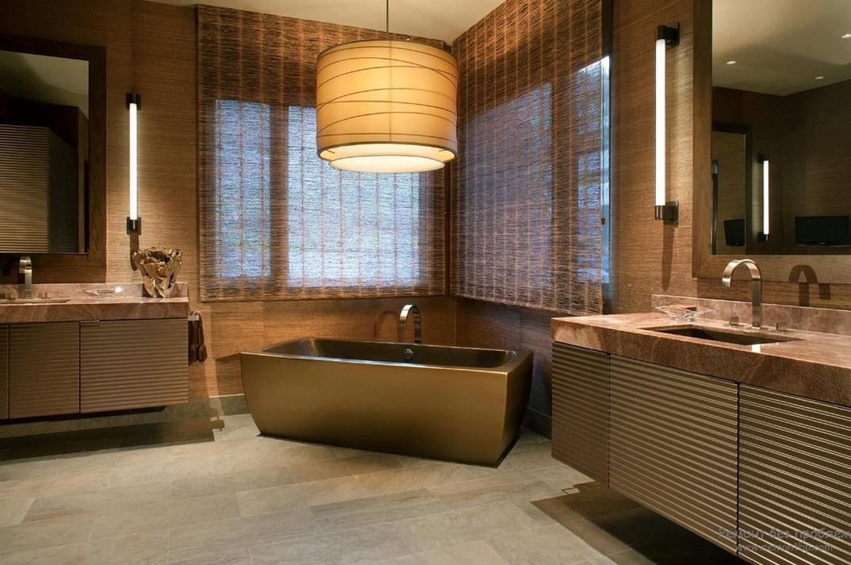 Эффектный интерьер ванной комнаты в коричневых тонах