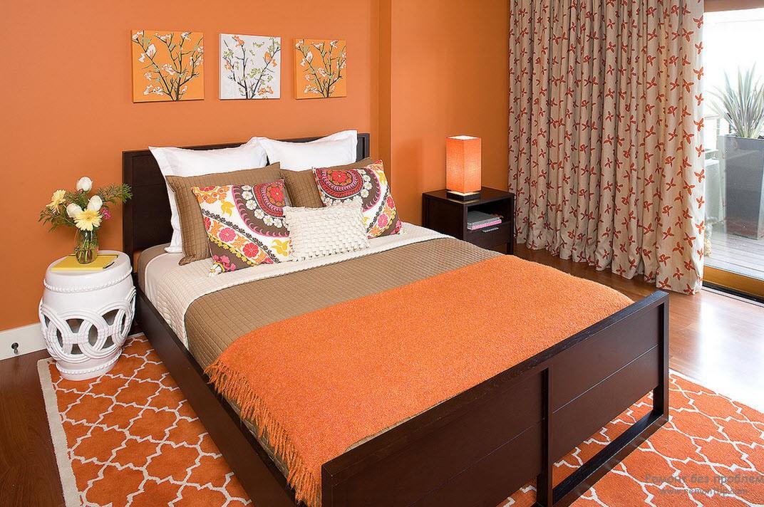 Коричневый и мягкий оранжевый