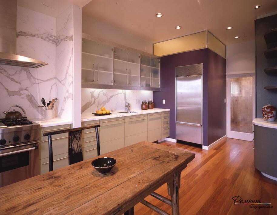 Фиолетово-коричневая кухня
