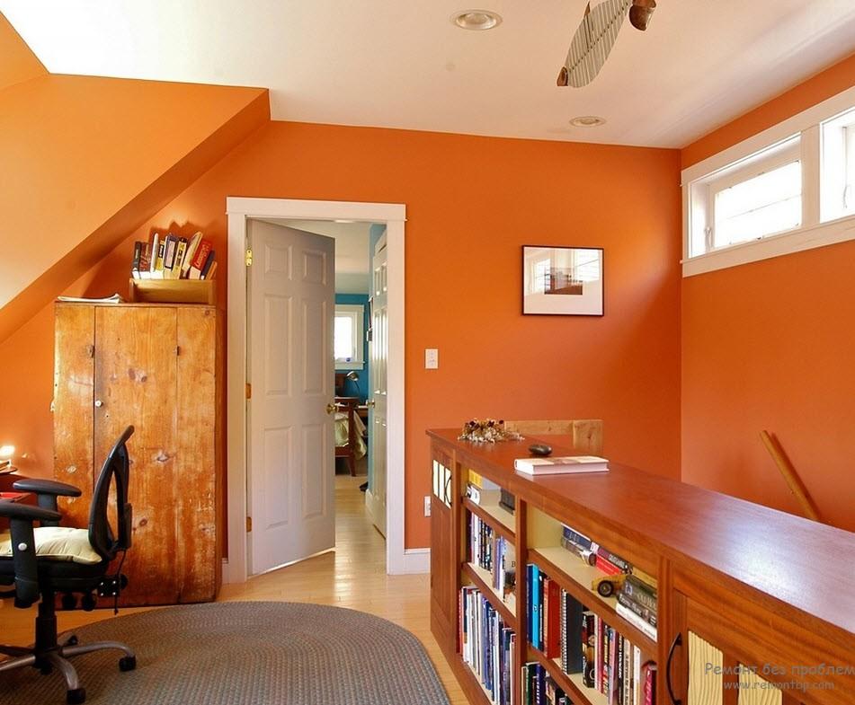 Дерево и оранжевый интерьер