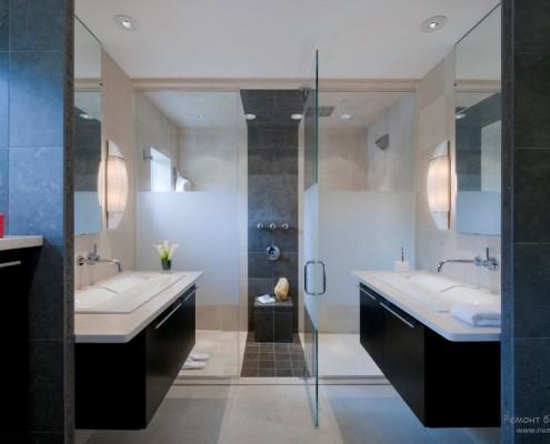 Чёрно-белая ванная комната в современном стиле