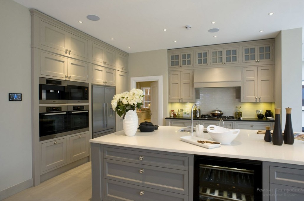 Дизайн кухни в серых тонах фото