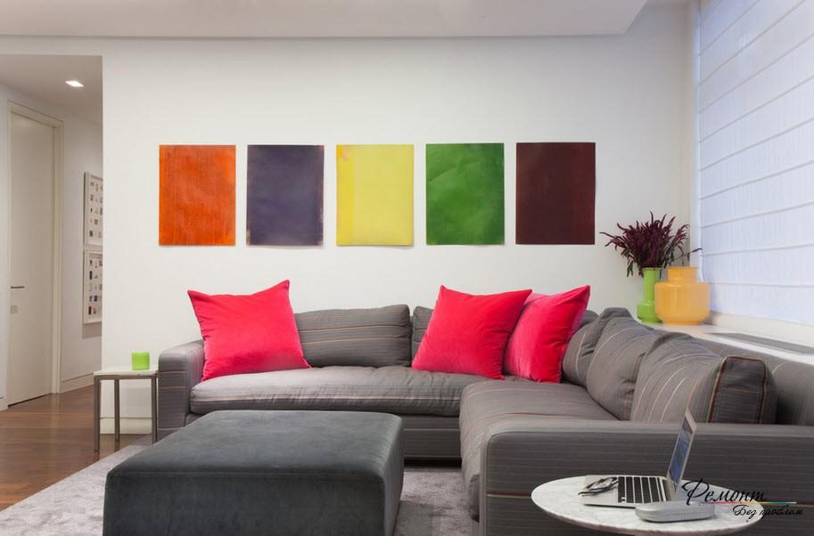 Декоративные подушки и картины