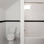 Очень маленькая ванная, гдечернго цвета минимум