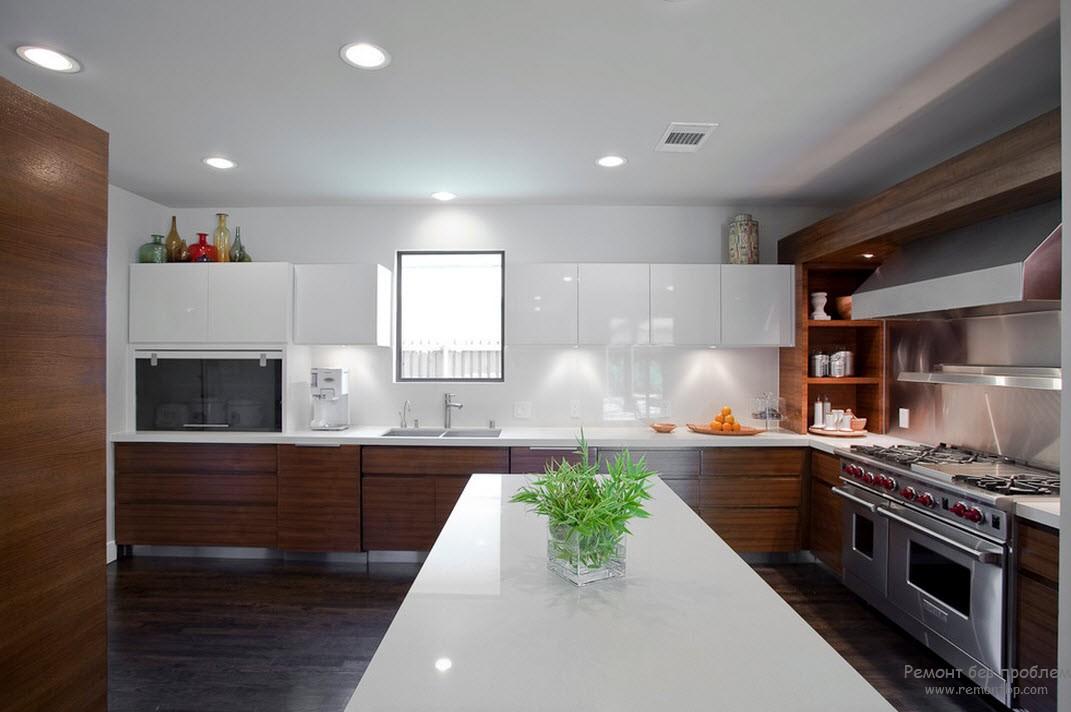 Дизайн кухни в белых и коричневом тоне