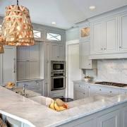Плетеные светильники на кухне