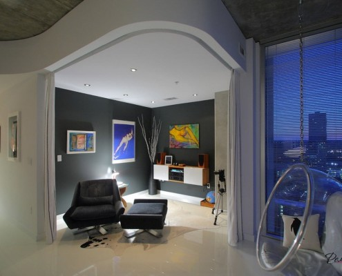 Необычная комната в стиле современной классики