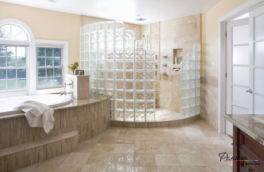 Душевая кабинка с полупрозрачными стенками
