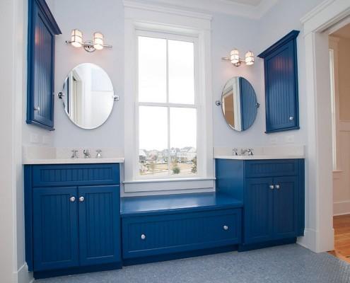 Синий цвет в мебели ванной