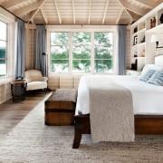 Белоснежная спальня в деревянном оформлении