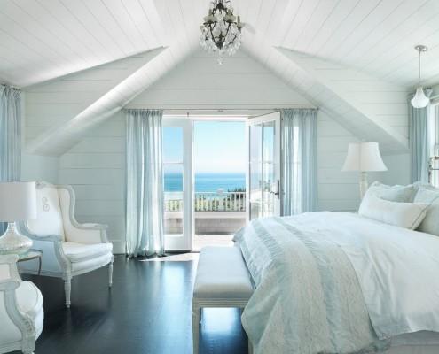 Светло голубая спальня