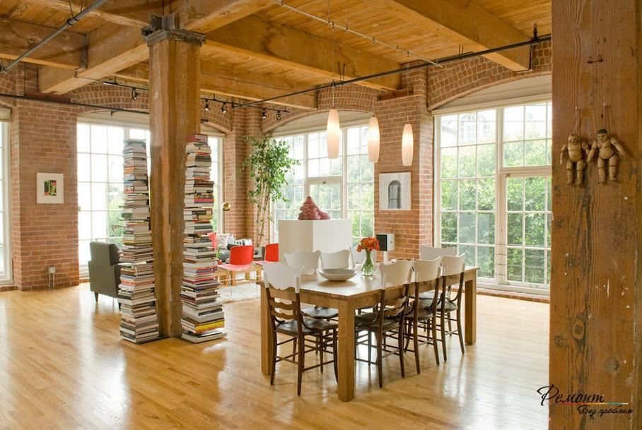 Высокие стопы книг - оригинальный интерьер