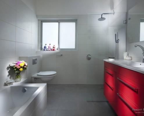 Компактная ванная комната в стиле минимализм