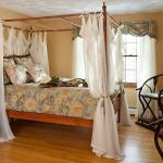 Шторы – секрет уютной спальни
