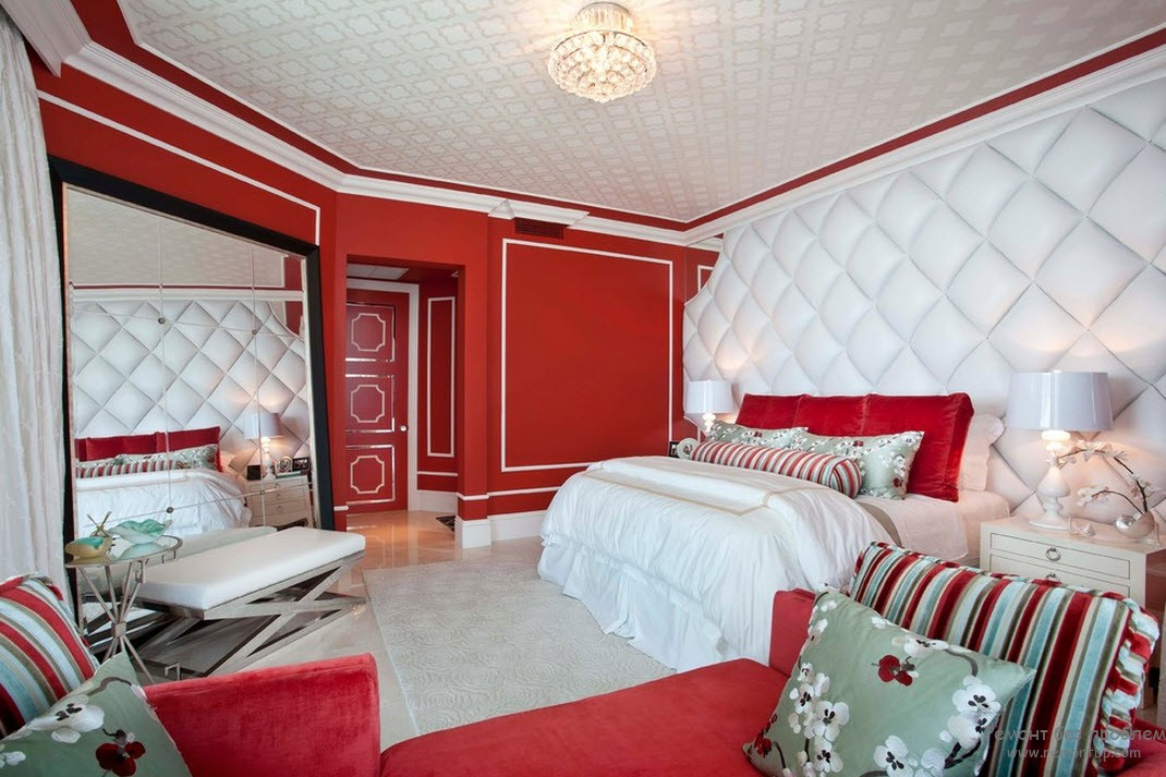 Красно белый интерьер в спальне