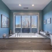 Иногда ванну проще утопить в подиуме - карсиво и практично