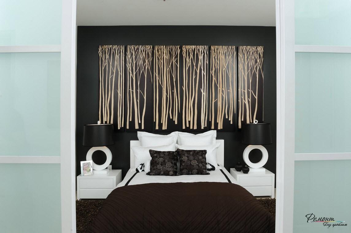 Белый бамбук на темном фоне спальни