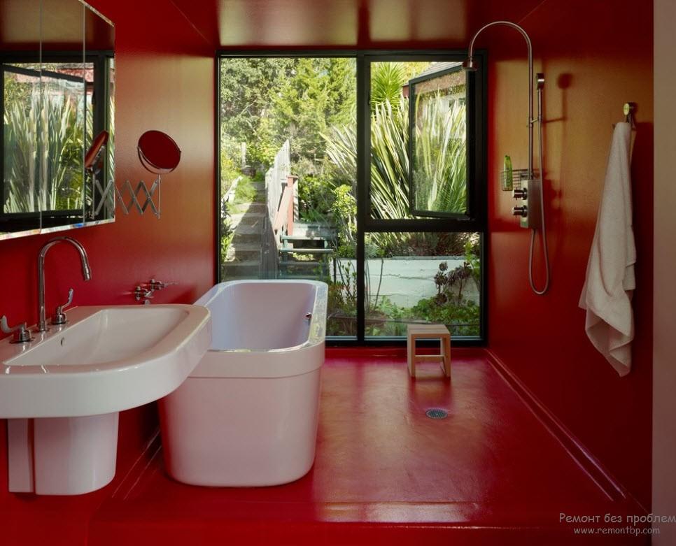 Интерьер несколько перегружен интенсивно красным цветом