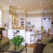 Зелено-бежевый оттенок в кухне