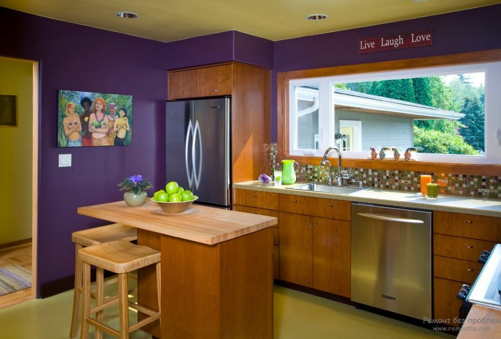 сочетание дерева и салатовые стены кухни фото